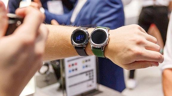 Arm mit Smartwatches