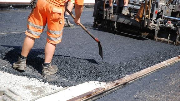 Bagger und Schweres Gerät bei Straßenbau.