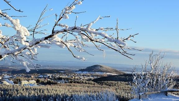 Auch der 824 m hohe Geisingberg lädt zum Winterwandern ein. Bis in die 1950-er-Jahre wurden am Geisingberg Wettkämpfe im Abfahrts- und im Sprunglauf ausgetragen