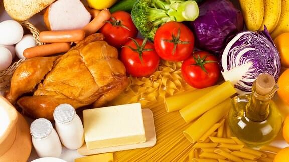 Lebensmittel auf einem Tisch