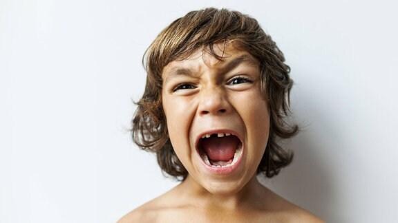 ein Kind mit Zahnlücken