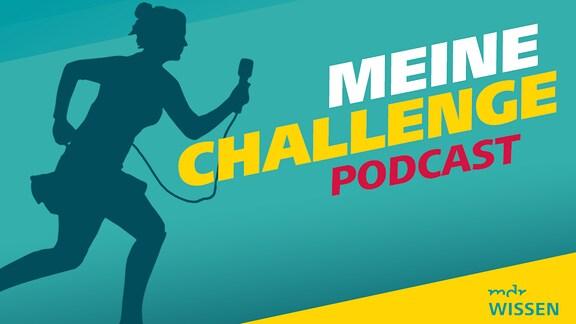 Covergrafik für Podcast Meine Challenge, zu sehen ist der Schattenriss einer Reporterin, die mit einem Mikrofon einen Berg hinaufrennt.