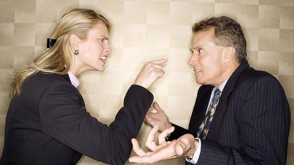 Streit zwischen zwei Geschäftsleuten.