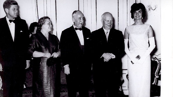 caption/abstract = Jun. 06, 1961 - Gala Dinner 1961 im Schloss Schonbrunn: Ministerpräsident Adolf Scharf hat die Kennedys Kruschtschows geladen.